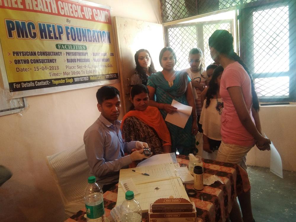 Kailash Hospital Trust Organized a free health check up camp at Vasundhara Sector 4 A